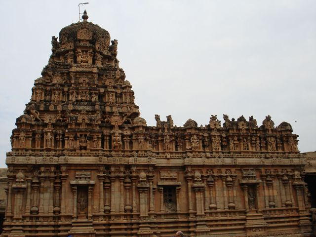 brihadeeshwar-temple